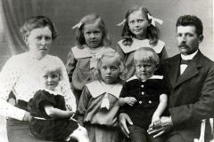 Lærer Niels Berg med familie