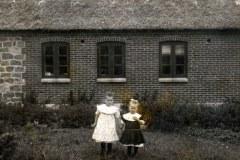 Grethe-og-Mie-i-haven-ca.-1912