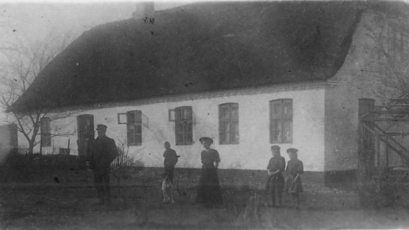 Billedet viser Hvidding gl. skole fra 1855