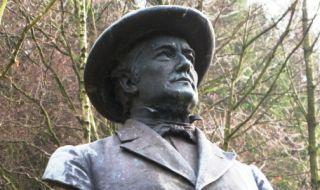 Statue af P.C. Trandberg i Ekkodalen på Bornholm